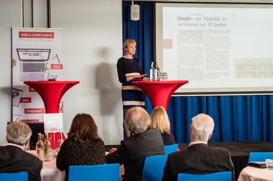 Bea Moed  tijdens presentatie