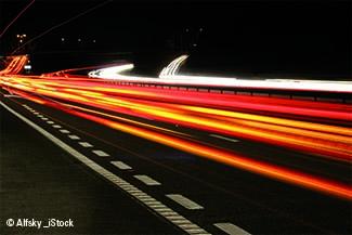 Straße mit Lichtern (Symbolbidl)